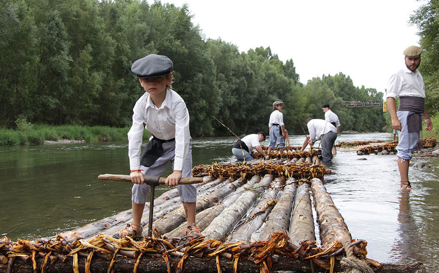 Do you know how rafts are built? Come and take part!